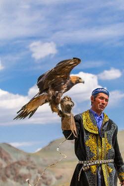 AS25EWI0094 Asia, Western Mongolia, Bayan Olgii Province, Khara Khoto, near Tolbo village. Beken, the Eagle hunter of the region