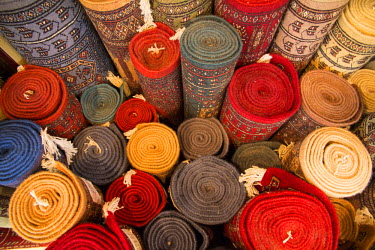 AS10EWI0310 Asia, India, Rajasthan, Jaipur, the making of carpets. Rolled carpets for sale.