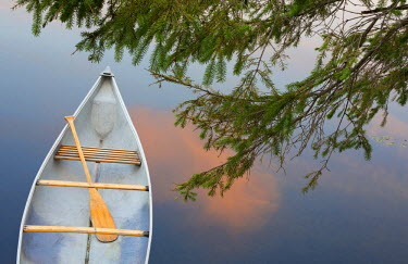 CN10BJY0035 Canada, Quebec, Eastman. Canoe on lake at sunset