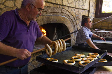 AS37EWI0213 Turkey, Safranbolu. Simit Bakery. Turkish sesame bread, often referred to as a 'Turkish bagel', is called Simit or gevrek. The circular roll or bread is topped with sesame, poppy or sunflower seeds