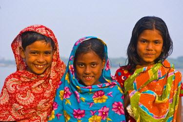 AS03MRU0031 Happy girls, Barisal, Bangladesh, Asia