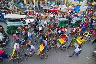 AS03MRU0065 Rickshaws in traffic on a street crossing in Dhaka, Bangladesh, Asia