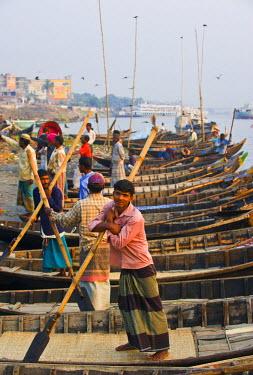 AS03MRU0074 Rowboats in the busy harbor of Dhaka, Bangladesh, Asia
