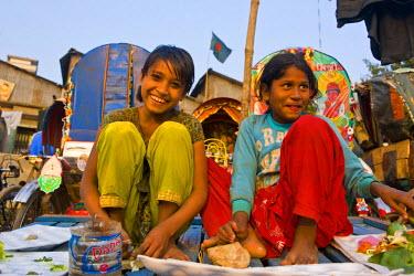 AS03MRU0117 Young friendly girls, Dhaka, Bangladesh, Asia