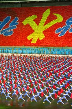 AS18MRU0204 Dancers and acrobats at Arirang, Mass Games of North Korea