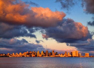 US05ACO0177 USA, California, San Diego, City skyline across San Diego Bay