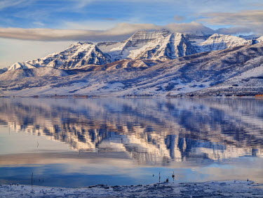 US45ACO0014 USA, Utah, Heber Valley, Winter reflection of Mount Timpanogos in Deer Creek Reservoir at sunrise