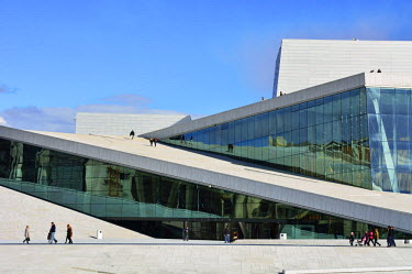 NOR0756AW The Opera House, Norwegian National Opera and Ballet, by Snohetta architects in Bjorvika district. Oslo, Norway