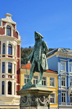 NOR0829AW The statue of Ludvig Holberg, born in Bergen during the time of the Dano-Norwegian double monarchy (18th century). He is considered the founder of modern Norwegian literature. Bergen, Norway