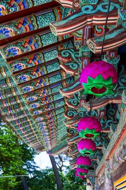 AS18MRU0187 Colored wooden roof in the Bulguksa Temple, Unesco World Heritage Site, Gyeongju, South Korea
