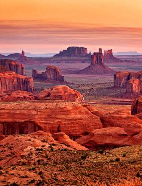 US03ACO0025 USA, Arizona, Monument Valley Navajo Tribal Park, View from Hunt's Mesa at dawn