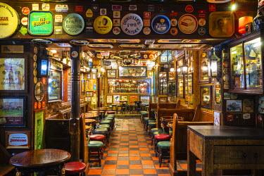 NIR8874AW United Kingdom, Northern Ireland, County Antrim, Belfast. The Duke of York, a historic pub in Belfast's Cathedral Quarter.