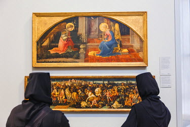 TPX53992 England, London, Trafalgar Square, National Gallery, Visiting Orthodox Nuns Looking at Religious Paintings