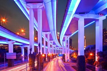 HMS0508344 China, Shanghai, Yan'an East Road Motorway Interchange at dusk