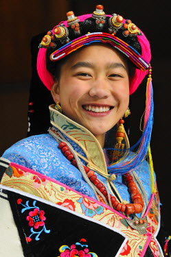 HMS0909416 China, Sichuan, Kham, Danba, Young Tibetan woman wearing the local traditional dress