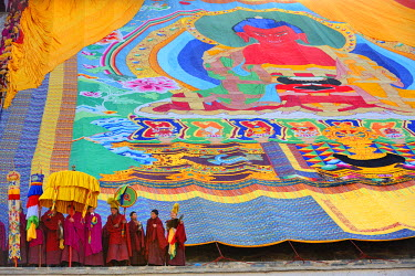 HMS0909640 China, Gansu Province, Amdo, Xiahe, Monastery of Labrang (Labuleng Si), Losar (New Year festival), Display of the giant Thangka