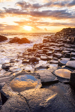 IRL0403AW Giant's Causeway, County Antrim,  Ulster region, northern Ireland, United Kingdom. Iconic basalt columns.