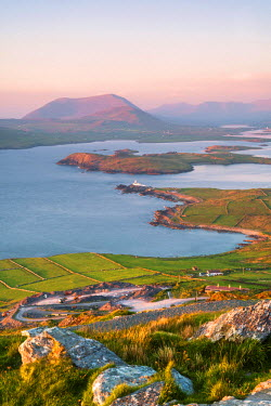 IRL0452AW Valentia island (Oilean Dairbhre), County Kerry, Munster province, Ireland, Europe. View from the Geokaun mountain and Fogher cliffs at sunset.
