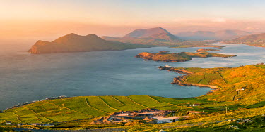 Valentia island (Oilean Dairbhre), County Kerry, Munster province, Ireland, Europe. View from the Geokaun mountain and Fogher cliffs at sunset.