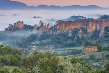 CLKMG44262 Europe, Italy, Tuscany, Arezzo. The characteristic landscape of the Balze seen from Piantravigne, Valdarno