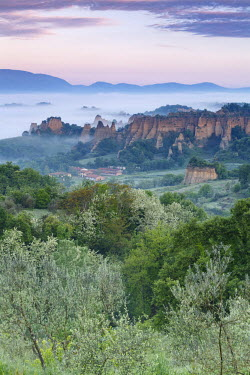 CLKMG44263 Europe, Italy, Tuscany, Arezzo. The characteristic landscape of the Balze seen from Piantravigne, Valdarno