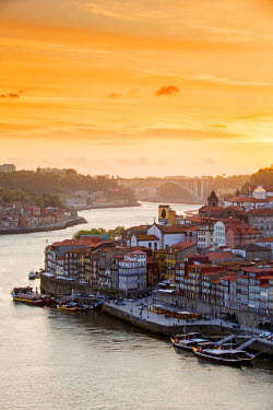 POR8855AW Portugal, Douro Litoral, Porto. Sunset over the UNESCO listed Ribeira district, viewed from Dom Luis I bridge
