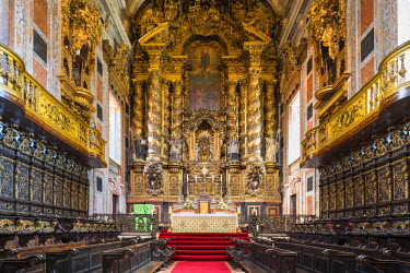 POR8877AW Portugal, Douro Litoral, Porto. The Romanesque Nave of Se Cathedral.