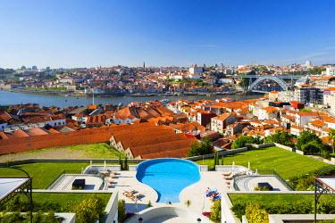 POR8888AW Portugal, Douro Litoral, Porto. The view towards the old town of Porto and the Ribeira district from The Yeatman Hotel in Vila Nova De Gaia.