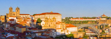 POR8903AW Portugal, Douro Litoral, Porto. Panoramic view of Se Cathedral and Dom Luis I Bridge from the UNESCO World Heritage listed Old Town of Porto.