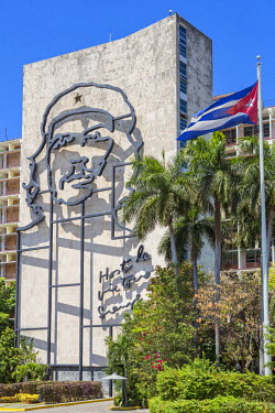 CUB1443 Cuba, Havana, Plaza de la Revolucion.  A huge mural of Che Guervara adorns one side of the Ministry of Interior building where the revolutionary once worked. The words Always to Victory are emblazoned...