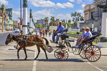 CUB1449 Cuba, Havana, Central Havana.  Horse-drawn carriages are a common sight on the streets of Havana.