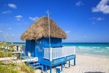CB02475 Cuba, Jardines del Rey, Cayo Guillermo, Playa Pilar, Thatched beach bar Coco Loco