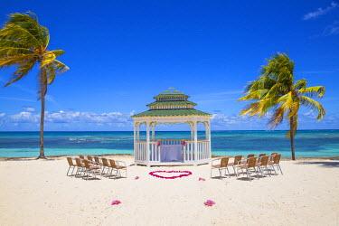 CB02523 Cuba, Holguin Province, Gazebo set up for a wedding on Playa Guardalvaca