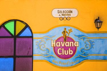 CB02540 Cuba, Holguin Province, Playa Guardalvaca, Brisas Guardalavaca hotel, Havana Club bar
