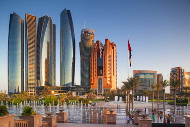 UE02356 UAE, Abu Dhabi, Etihad Towers and Emirates Palace Hotel fountains, dusk