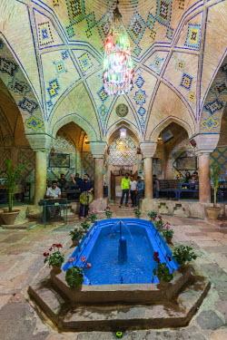 IR01168 Iran, Southeastern Iran, Kerman, End to End Bazaar, traditional teahouse interior