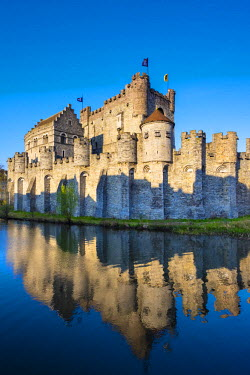 BEL1318AW Belgium, Flanders, Ghent (Gent). Gravensteen castle, 12th century medieval castle on the Leie River.