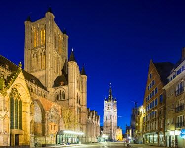 BEL1357AW Belgium, Flanders, Ghent (Gent). Sint-Niklaaskerk (Saint Nicholas' Church) and Het Belfort van Gent, 14th century belfy, at night.
