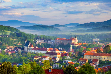 CZE1604AW Czech Republic, South Bohemian Region, Cesky Krumlov at dawn.