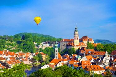 CZE1608AW Czech Republic, South Bohemian Region, Cesky Krumlov. Hot air balloon passing Cesky Krumlov Castle.