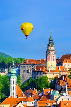 CZE1609AW Czech Republic, South Bohemian Region, Cesky Krumlov. Hot air balloon passing Cesky Krumlov Castle.
