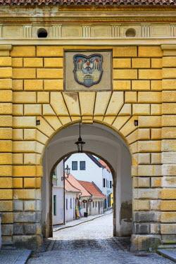CZE1612AW Czech Republic, South Bohemian Region, Cesky Krumlov. City gate, entrance to old town.