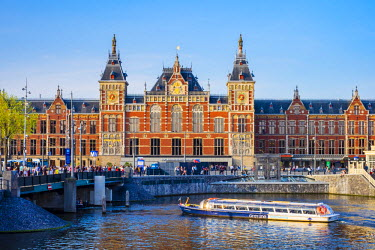 NLD0217AW Netherlands, North Holland, Amsterdam. Railway station, Amsterdam Centraal train station.