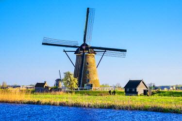NLD0232AWRF Netherlands, South Holland, Kinderdijk, UNESCO World Heritage Site. Historic Dutch windmill on the polders.