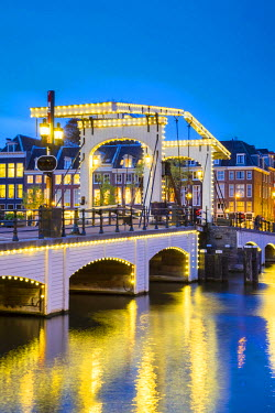 NLD0242AWRF Netherlands, North Holland, Amsterdam. Magere Brug, Skinny Bridge, on the Amstel River at night.