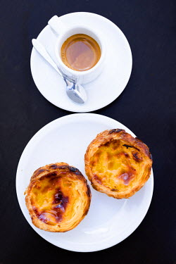 POR8985AW Europe, Portugal, Lisbon, Pastel de Belem and coffee - Portuguese custard tarts