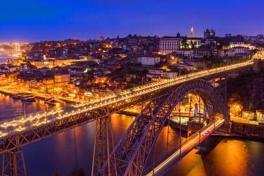 POR9001AW Dom Luis I bridge and city skyline at dusk, Porto, Portugal