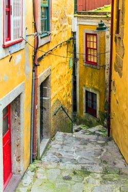POR9007AW Scenic street in Ribeira district, Porto, Portugal