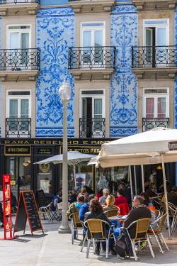 POR9012AW Outdoor cafe in a square of Ribeira district, Porto, Portugal