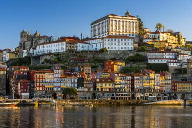 POR9014AW Ribeira district skyline, Porto, Portugal
